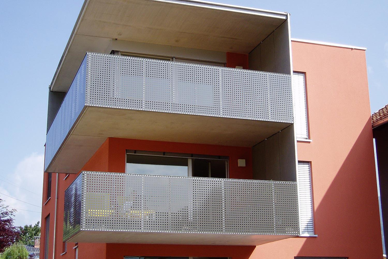 wundersch nen lochblech balkon haus design ideen. Black Bedroom Furniture Sets. Home Design Ideas